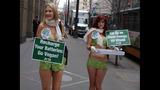 PETA's 'Sexy Mermaid' Protests Fish Cruelty… - (4/25)