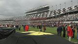 Slideshow: Fans disperse after race postponed - (4/10)