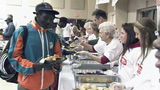 Photos: Volunteers serving food on Thanksgiving - (5/14)