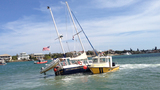 Photos: Scramble to save sinking sailboat - (8/18)