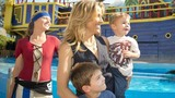 Photos: Sheryl Crow and family visit SeaWorld - (2/5)
