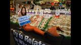PETA's 'Sexy Mermaid' Protests Fish Cruelty… - (2/25)