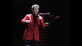 Manilow wows Amway Center crowd - (13/19)