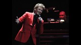 Manilow wows Amway Center crowd - (12/19)