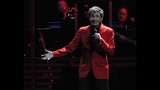 Manilow wows Amway Center crowd - (16/19)