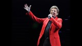 Manilow wows Amway Center crowd - (3/19)