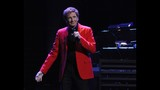 Manilow wows Amway Center crowd - (4/19)
