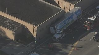 Semi-truck runs into building in Orlando
