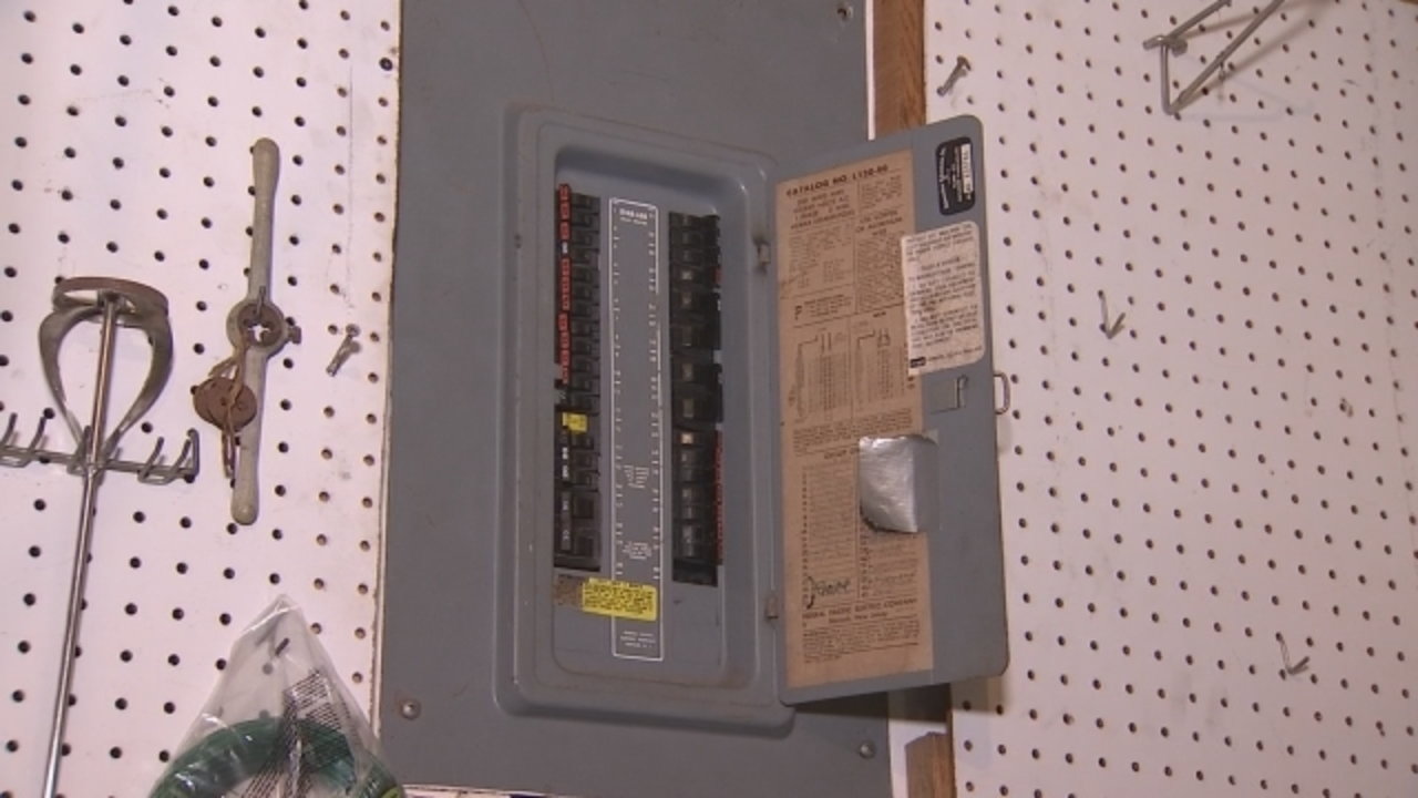 Breakers For Fuse Box : Circuit breaker or fuse box for doorbell wiring