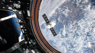SpaceX Dragon capsule heads back to Earth