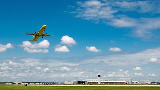Florida-bound airliner makes emergency single-engine landing in New York