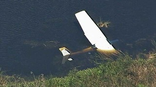 Small plane crashes into marshy area near Leesburg Airport