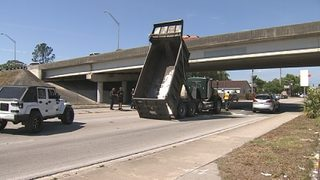 Bed of truck hits overpass in Orlando