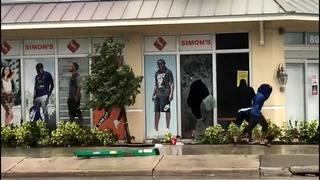 Raw video: People looting sports store as Hurricane Irma nears