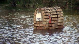 Orlo Vista residents return to flooded homes