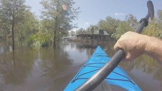 Video: Some residents return to Kissimmee mobile home park as flood…