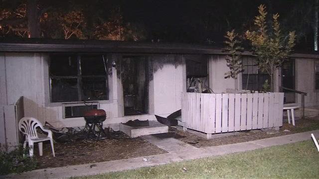 Firefighter, police officer injured in Daytona Beach apartment fire | WFTV