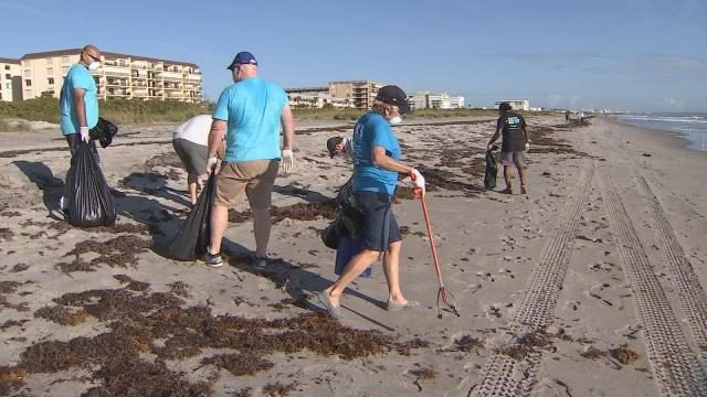 Bathers Return To Cocoa Beach After Fish Kill Red Tide Bloom Wftv