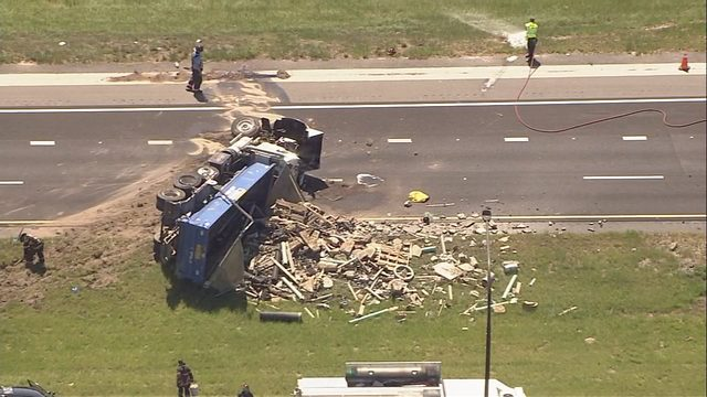 TRAFFIC ALERT: SR-429 shut down after crash involving overturned