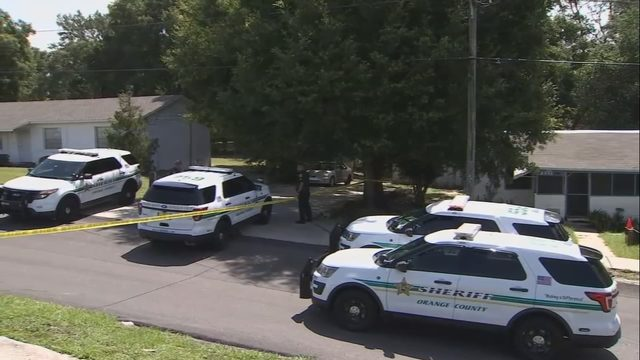 Apopka woman fights back against trio of attackers, fatally stabs 1