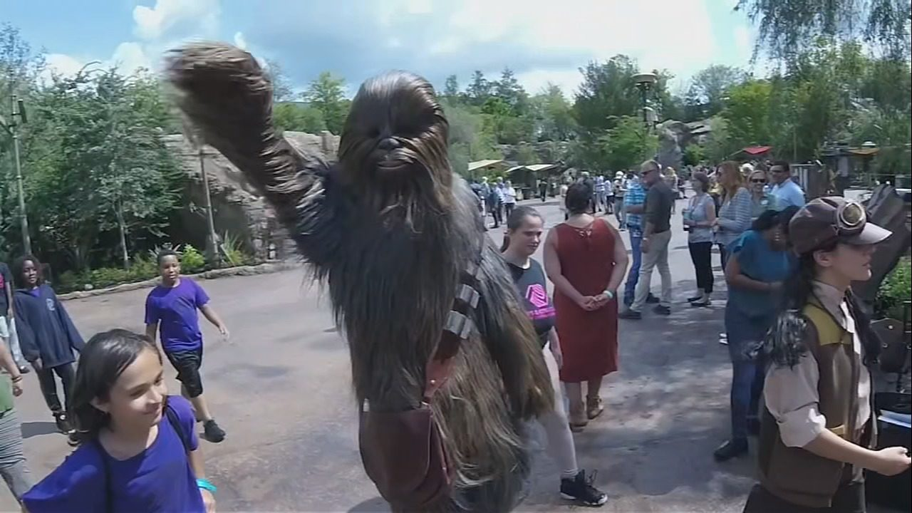 Local kids given first look at Star Wars: Galaxy's Edge at Disney's Hollywood Studios