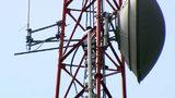 Raw video: Man climbs 400-foot tower at Orlando TV station